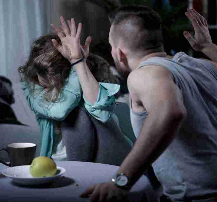 contoh kekerasan fisik yourdevan.com